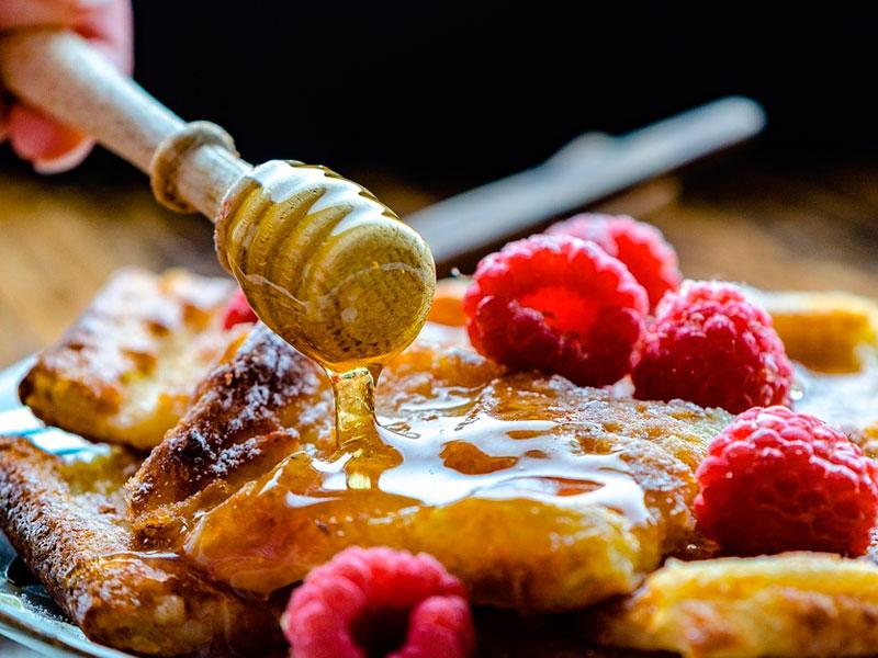 Dulces de Semana Santa con miel - El Colmenar de Valderromero
